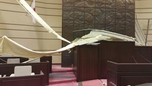 熊本地震で熊本市議会議場が一部破損